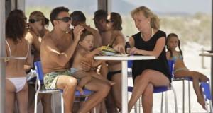 CGT alerta de la explotación laboral en 40 bares y restaurantes de la playa de Gandia