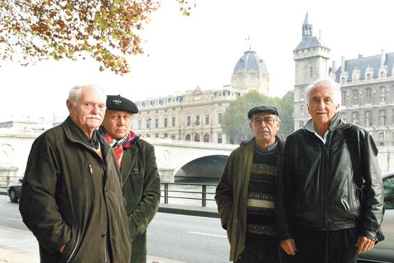 De izquierda a derecha: Paul Denais, Francisco Sánchez Ruano, Antonio Martín y Octavio Alberola. La foto es de los años dos mil cuando Ruano, detenido en 1963 por la acción hecha por Paul y Antonio, estaba presentando un recurso de revisión ante el Supremo.