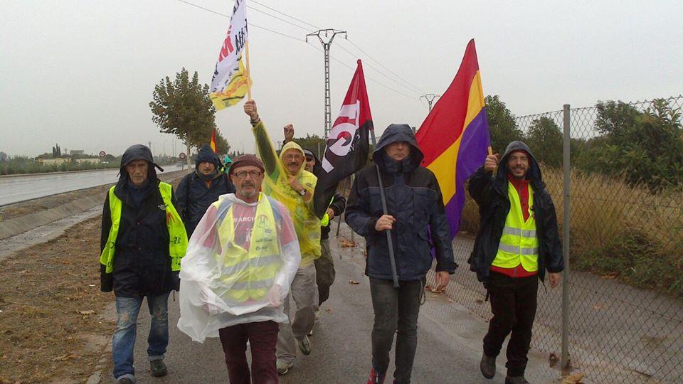 Companys de l'assemblea, Tonin i Adolfo i altres plataformes i organitzacions en la columna nord de les marxes de la dignitat direcció Almenara ...