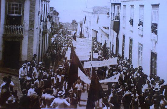 Huelga de Inquilinos en Santa Cruz de Tenerife. Primera página del periódico ABC de Madrid.