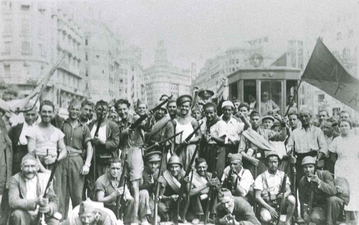 """""""Companys del sindicat de Transport de Barcelona i milicians al seu pas per València."""" (1936)"""