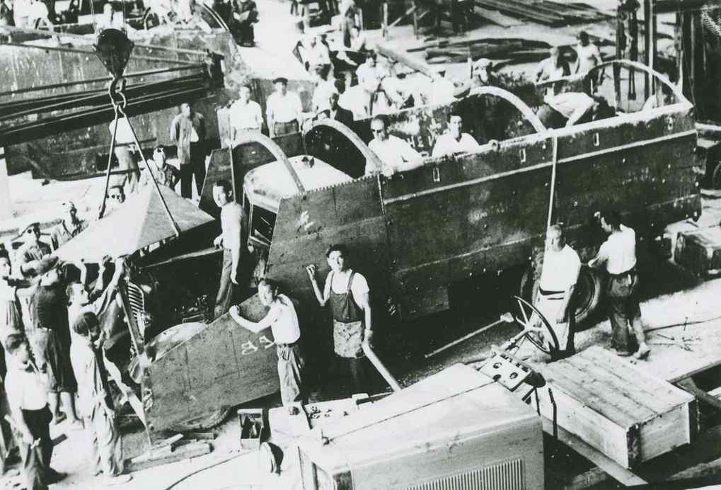 """""""En els tallers de la Unió Naval de Llevant se segueix treballant una gran activitat per a la construccion d'actuacions blindats"""" (1936)"""