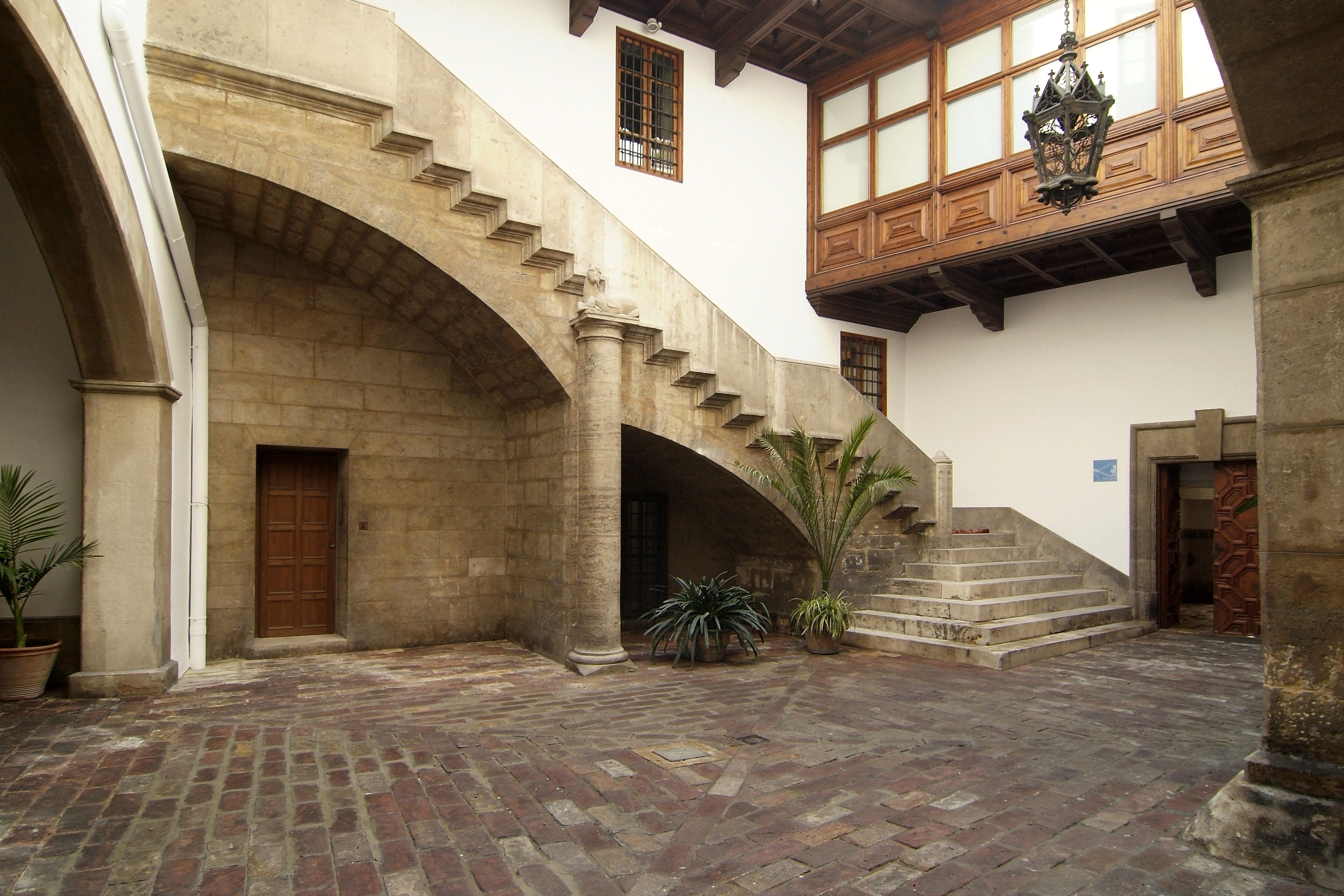 patio-gotico-2-liber-palacio-de-malferit